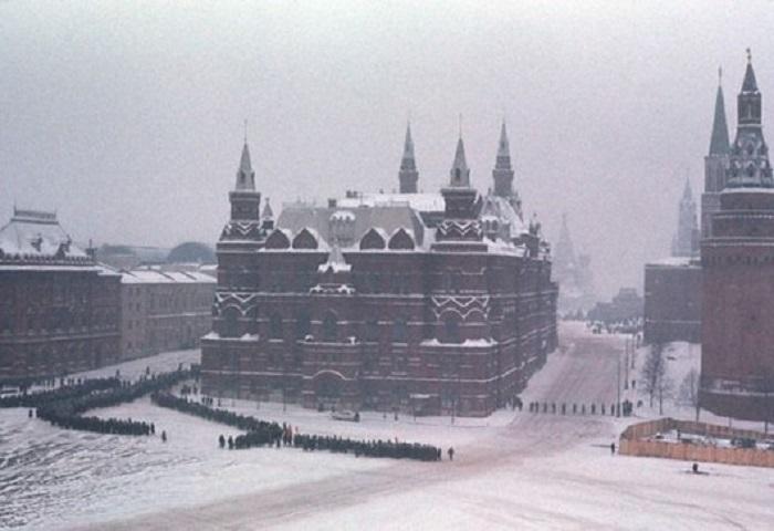Похороны с государственными почестями на Красной площади Москвы.