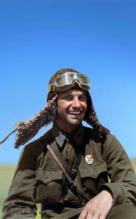 Советский военный летчик совершил 319 боевых вылетов, в воздушных боях сбил лично 19 и в составе группы 16 самолетов противника.