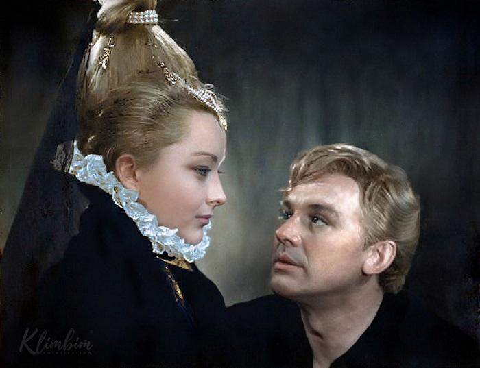 Анастасия Вертинская пробуется на роль Офелии, а Иннокентий Смоктуновский - на роль Гамлета в фильме режиссера Г. М. Козинцева.