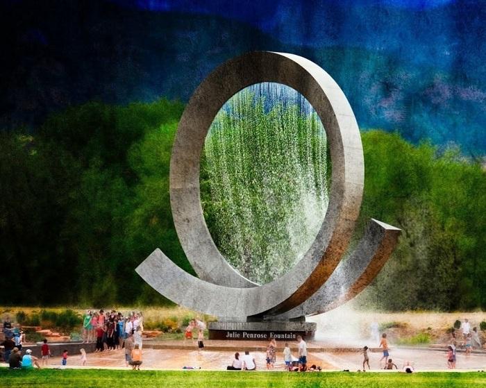 Фонтан выглядит как часть спирали и состоит из 366 струй воды и за пятнадцать минут совершает один оборот.