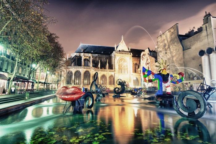 Фонтан созданный в 1982-1983 годах архитектором Жан Тэнгли, расположен на площади Игоря Стравинского в Париже и состоит из 16 движущихся скульптур.