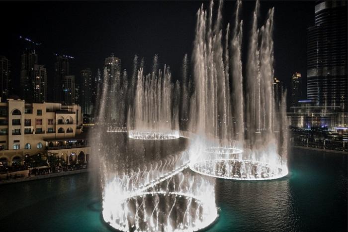 Самые большие фонтаны, находящиеся у подножия самого высокого здания в мире.