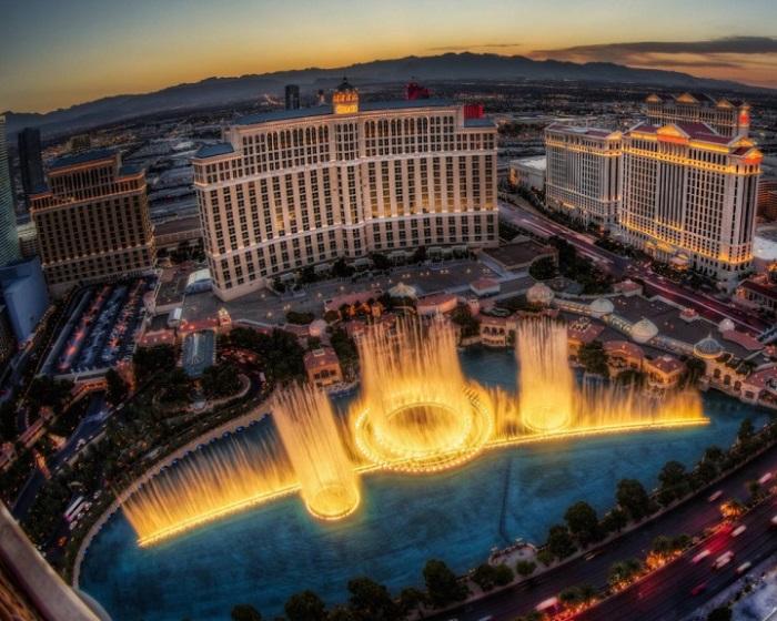 Один из самых романтичных в мире фонтанов.
