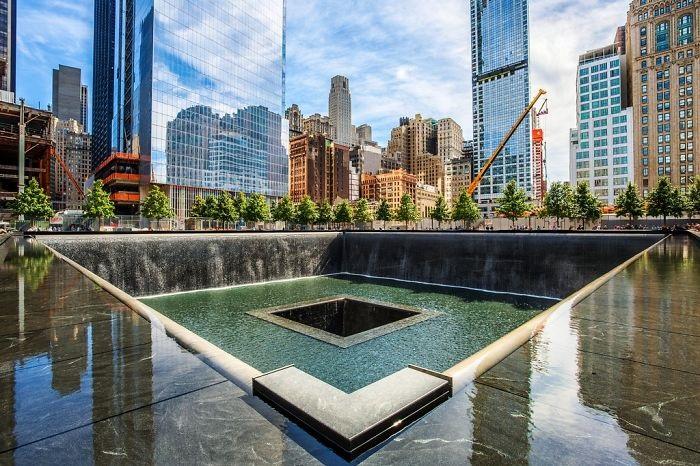Памятник под названием Ground Zero являет собой два каскадных фонтана, самых больших из когда-либо существовавших.