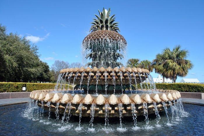 Одной из прекраснейших достопримечательностей парка является этот «фруктовый» фонтан.