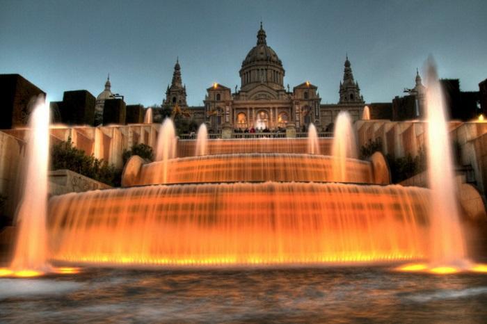 Магический фонтан расположенный на холме Монжуик в Барселоне.