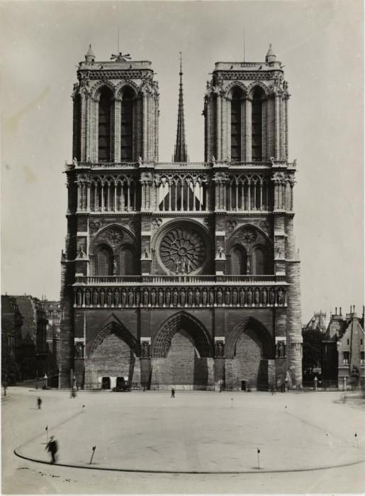 Защита памятников Парижа.