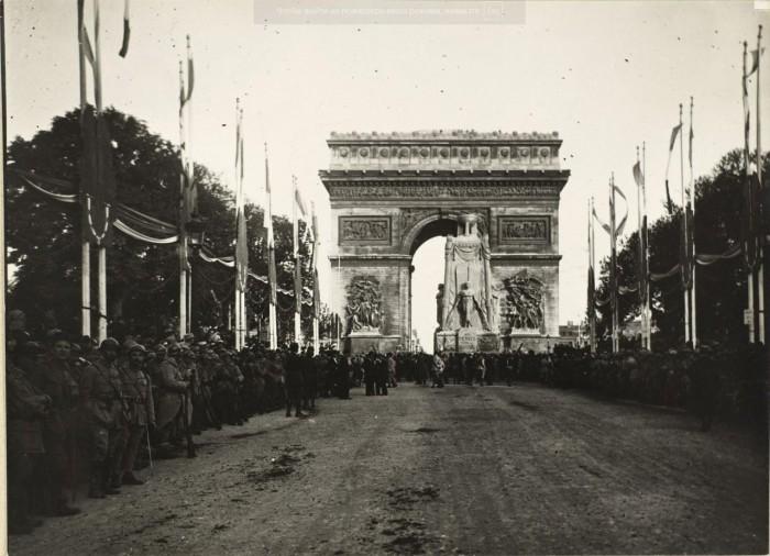 Кенотаф, воздвигнутый в память о погибших в Великой войне.