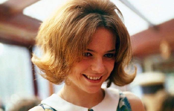Эстрадная исполнительница, которая начала свою песенную карьеру на рубеже 60 годов XX века.