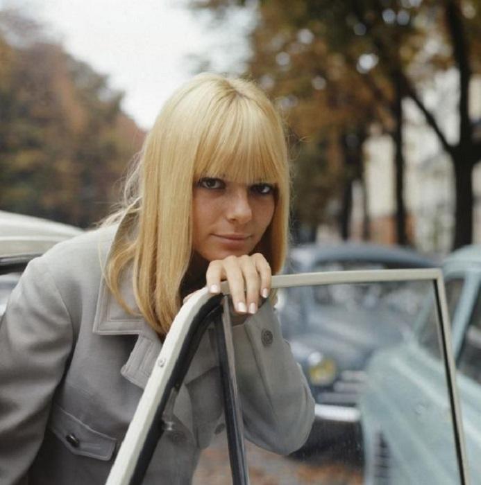 В 1965 году Галль победила на конкурсе «Евровидение» с песней «Восковая кукла, тряпичная кукла» («Poupee de cire, poupee de son»), написанная в «стиле йе-йе».