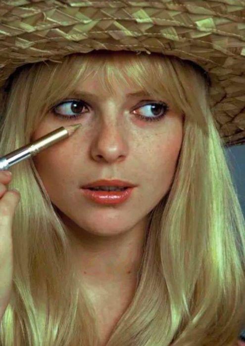 В 60-х годах Франс Галль является французской поп-певицей номер один.