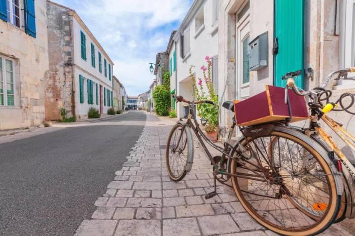 Живописная коммуна поселение которой находится на острове Ре в Атлантическом океане.
