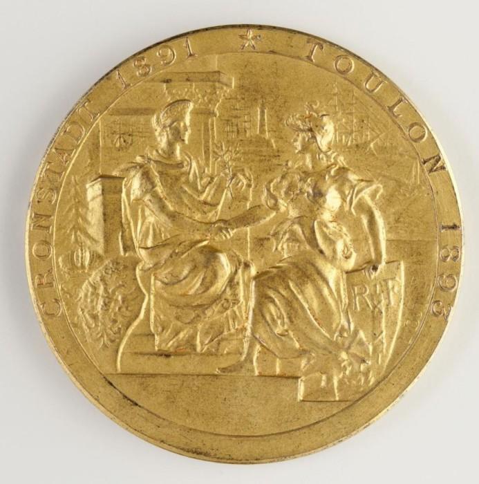 На гурте слева клеймо Парижского монетного двора (рог изобилия) и название металла: «BRONZE».