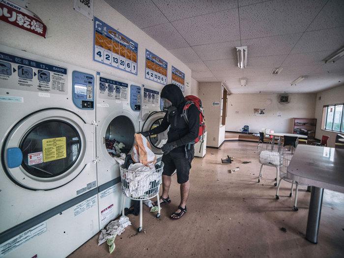 Люди уезжали в такой спешке, что оставили даже бельё в стиральных машинах.