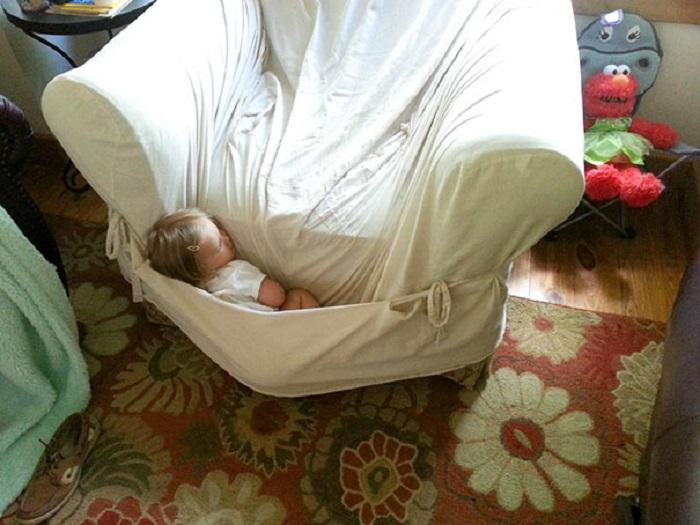 Здоровый сон в кресле.
