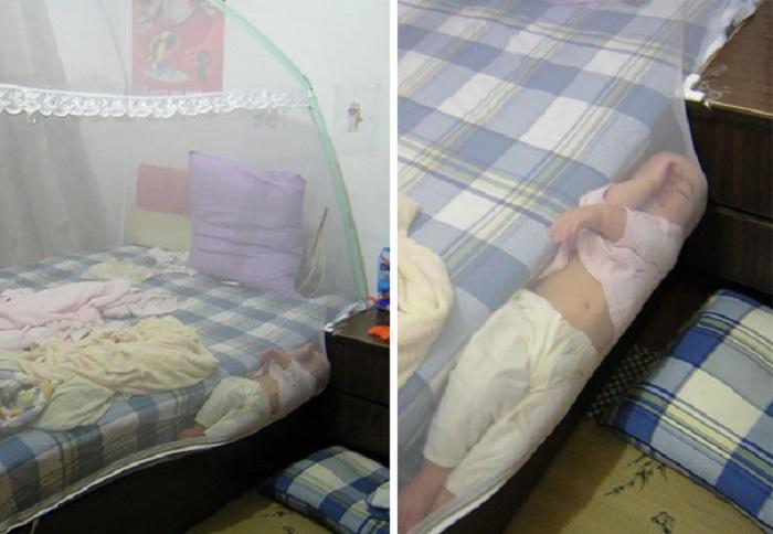 Даже защитная сетка не помогает удержать ребенка от лучшей позы во сне.
