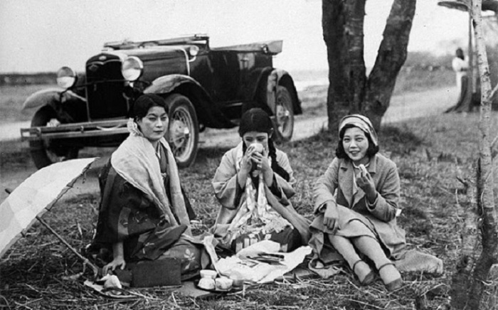 Ретро фотография трех девушек-японок 1932 года.