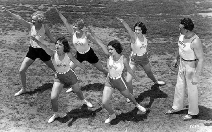 Популярные актрисы 30-х годов Гвен Ли, Рут Келли, Бланш Ле Клэр, Ракель Торрес и Фэй Уэбб на утренней тренировке.