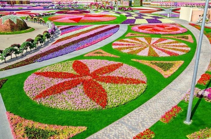 Великолепные виды цветочного парке.