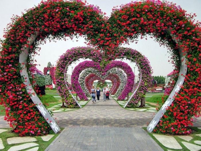 Это место очень популярно среди влюбленных пар и семей.
