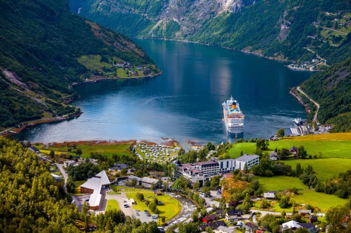 Наиболее посещаемый туристами норвежский фьорд.