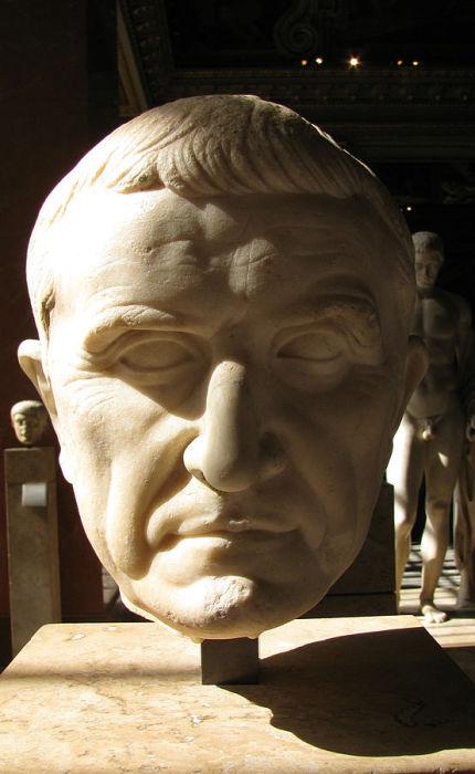 Красс был назначен командующим в войне с восставшими рабами Спартака.