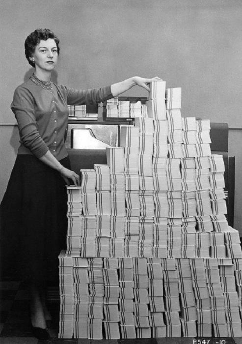 5 мегабайт данных в 62 500 перфокартах, 1955 год.