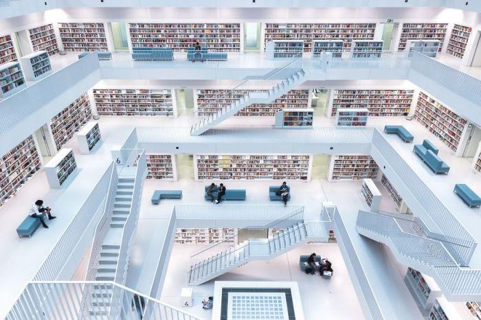Победителем в категории «Города» стал фотограф Норберт Фриц (Norbert Fritz) со своим снимком «Уровни чтения».