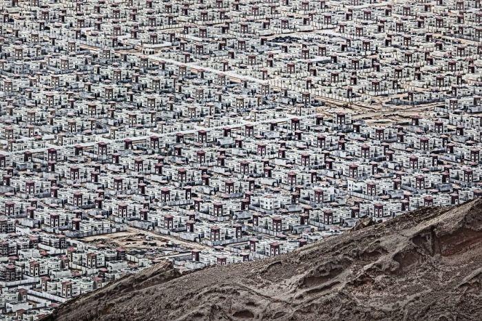 Поощрительным призм в номинации «Города» награжден фотограф Анджей Боченски (Andrzej Bochenski) за снимок «Эль-Айн».