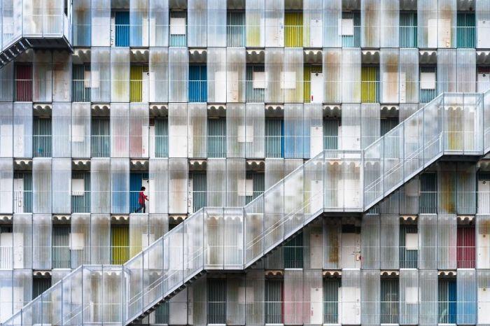 Поощрительный приз в номинации «Города» получил фотограф Тетсуя Хашимото (Tetsuya Hashimoto) за снимок «Красочные жилища».