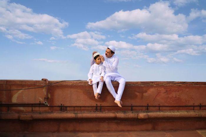 Поощрительным призом в категории «Люди» награжден фотограф Джобит Джордж (Jobit George) за свой снимок «Связь поколений».
