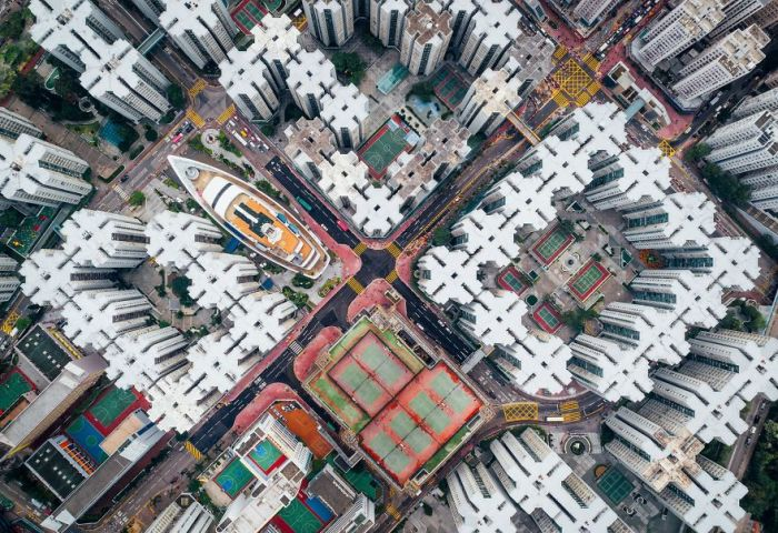 2 место в номинации «Города» занял снимок «Город-крепость» фотографа Энди Юнга (Andy Yeung).