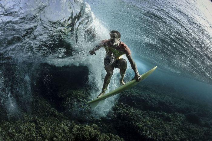 3-е место в категории «Люди» занял фотограф Родни Бурсиэль (Rodney Bursiel) и его снимок «Под волной».
