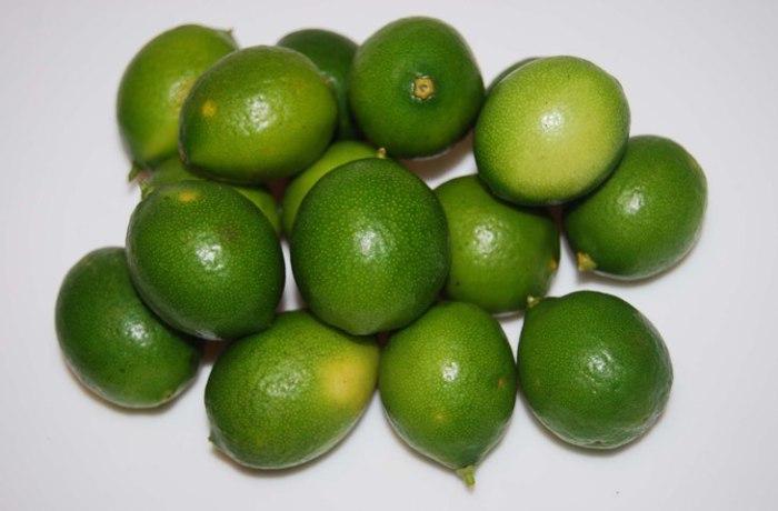 Лаймкват - цитрусовый фрукт, что-то среднее между лаймом и кумкватом.