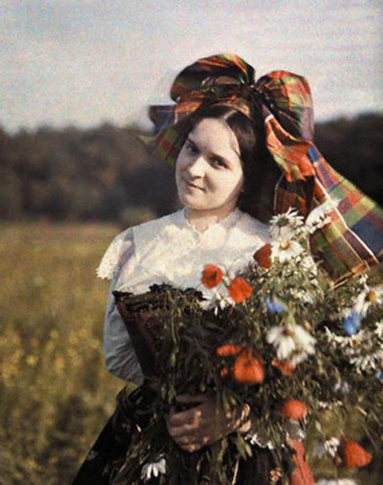 Немецкая девушка в национальном костюме.