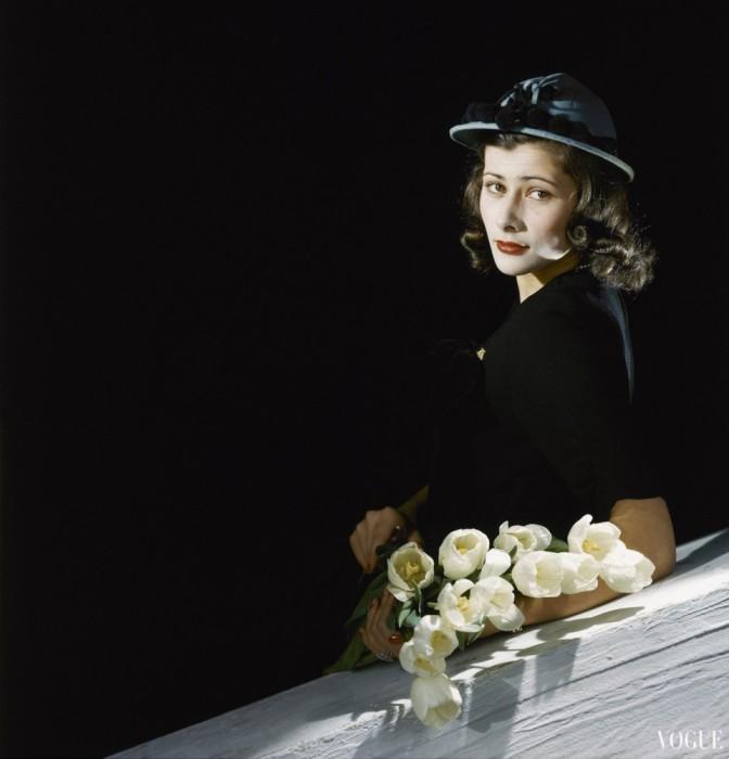 Гламурная девушка из мартовского выпуска журнала Vogue, 1942 года.