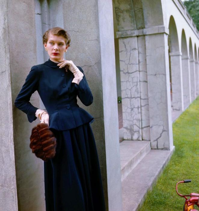 Актриса в костюме от Истер Дороти и перчатках от Эрис, 1948 год.