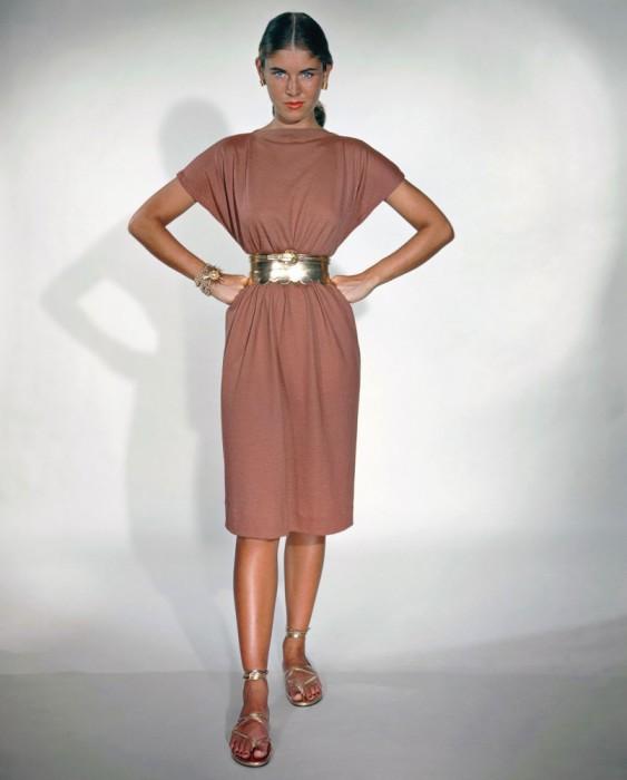 Модель в платье от Тины Лесер, 1948 год.