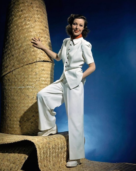 Актриса в белом брючном костюме, февральский номер Vogue 1941 года.