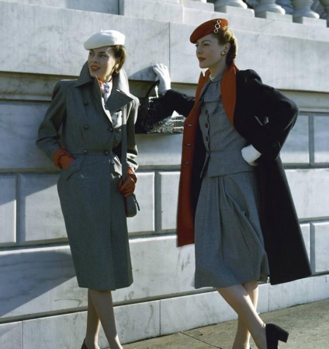 Модели в верхней одежде, которой в 1940-х годах был присущ строгий и практичный стиль.