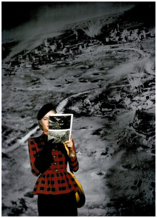 Модель в костюме с клетчатым пиджаком на фоне огромной военной фотографии.