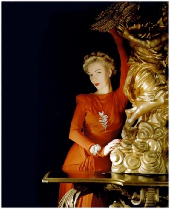 Американская актриса и модель Хелен Беннетт (Helen Bennett) была известна своими несравненными прическами.