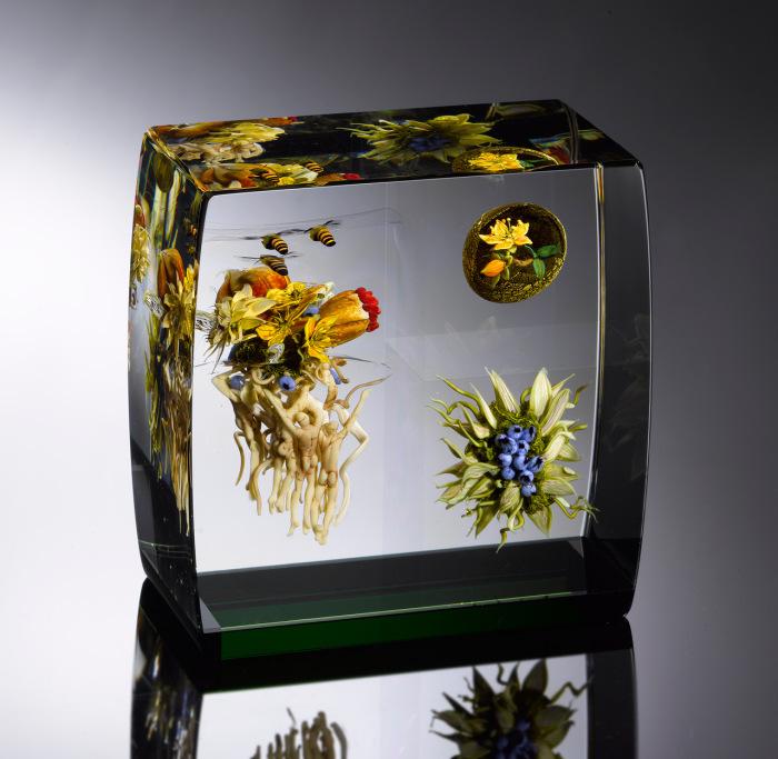 Современные произведения искусства рассказывают о мире во Вселенной и круговороте.