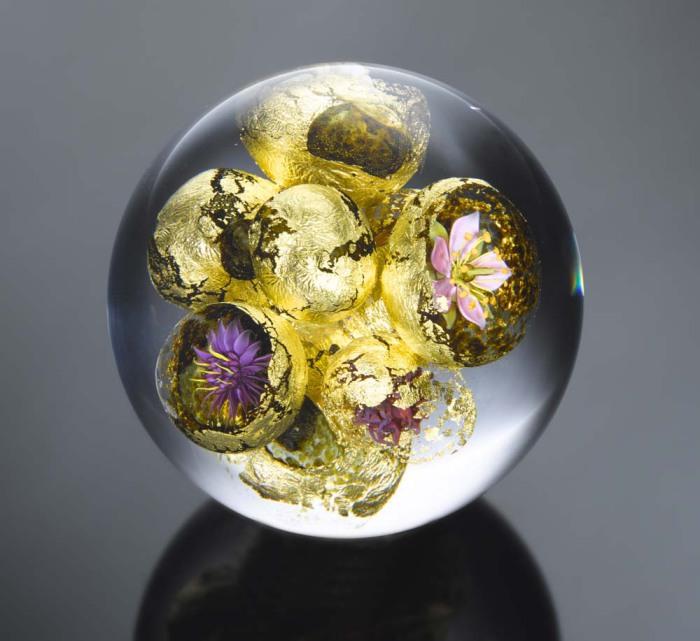 Фантастическое цветочное зрелище открывается взору ценителям искусства.
