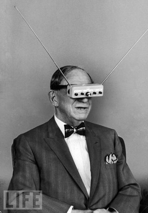 Очки-телевизор изобрел Хьюго Гернсбек в 1963 году.