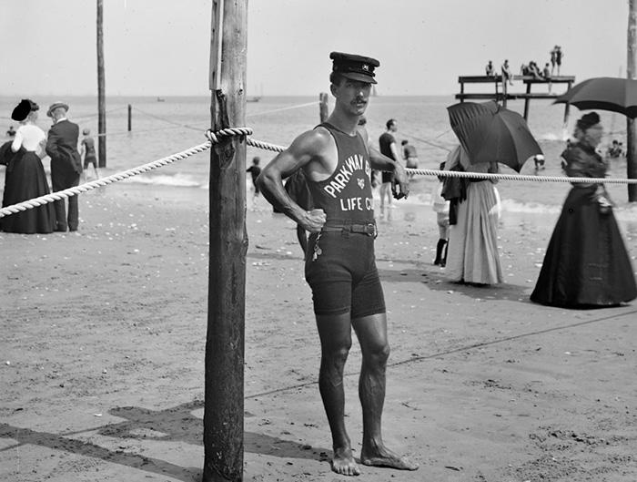 Спасатель на пляже.