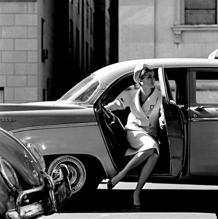Будучи не самой яркой звездой среди культовых моделей 50-х и 60-х годов, Кармен своим примером доказала, что возраст — не помеха для настоящей красоты.