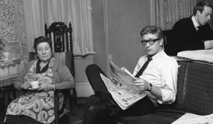 Майкл Кейн с матерью и братом, Лондон, 1964 года.