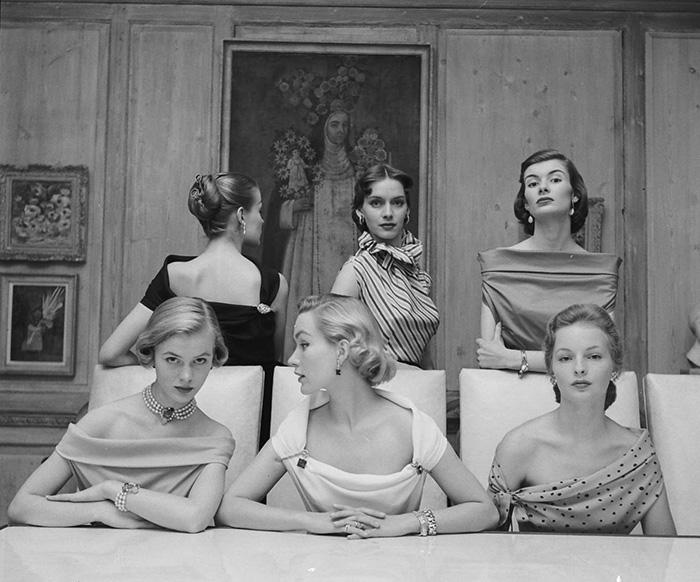 Самые смелые декольте в 1950-х годах.