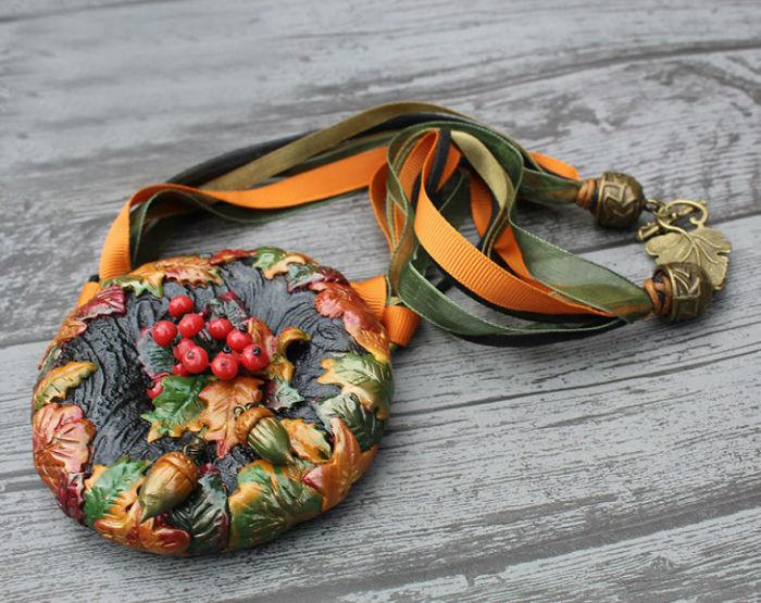 Жанна Барановска считает, что хоть ее изделия из полимерной глины не всегда могут привлечь множество клиентов, все же найдутся те, кто по достоинству оценит уникальность и красоту созданных украшений.